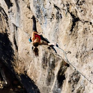 Laura Rogora en 'The Bow' 9a+ de Arco.