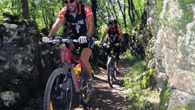 Ciclistas en una de las etapas de Pedals de Foc.