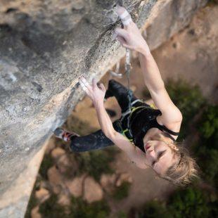Eliska Adamovska en 'Pal norte' 8c+/9a de Margalef.