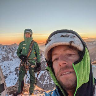 Silvan Schüpbach y matteo Della Bordella, en la cima del Piz Badile.