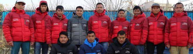 Dawa Sherpa y los primeros sherpas de Seven Summit Treks camino del K2 invernal.