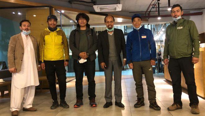 Mingma Gyalje y sus compañeros de expedición al K2 invernal, en Islamabad.