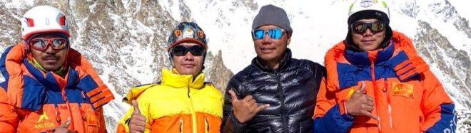 Pasang Nurbu Sherpa, Lhakpa Temba Sherpa, Chhang Dawa Sherpa y Sona Sherpa en el CB del K2 invernal.