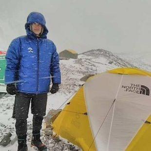 John Snorri en el CB del K2 invernal.
