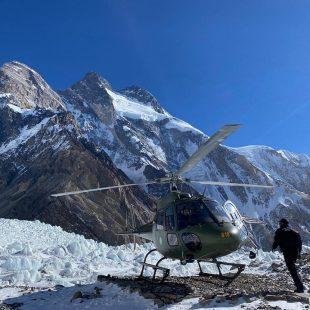 un helicóptero ha evacuado a Carlos Garranzo del CB del K2 invernal.