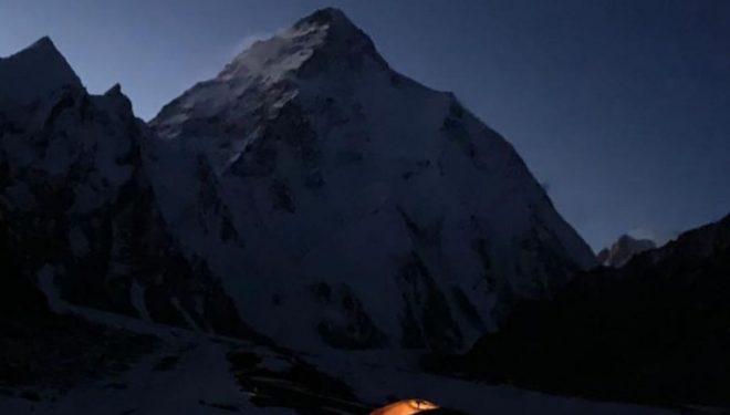 Imagen nocturna del K2 invernal.