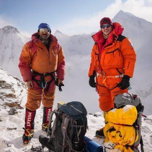 Ali Sadpara y John Snorri, en el K2 invernal.
