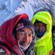 Nirmal Purja y Mingma Tenzi Sherpa, por encima del C2 en el K2 invernal.