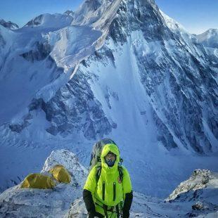 Mingma Tenzi Sherpa, por encima del C2 en el K2 invernal.