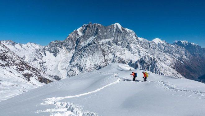 Tenji Sherpa y Vinyak Jaya Malla en el CB del Manaslu invernal.