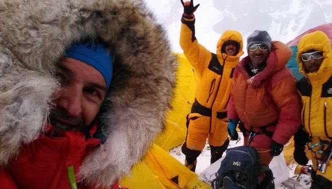 Sergi Mingote, Juan Pablo Mohr, Ali Sadpara y Sajid Ali, en el C1 del K2 invernal.