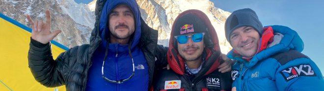 Juan Pablo Mohr, Nirmal Purja y Sergi Mingote, en el CB del K2 invernal.