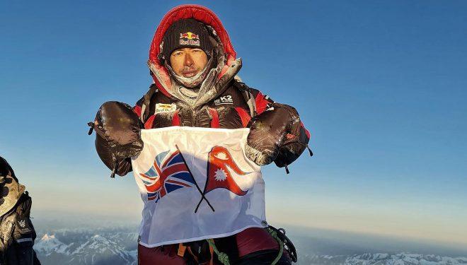 Nirmal Purja sin oxígeno en la cima del K2 invernal el 16 de enero 2021.