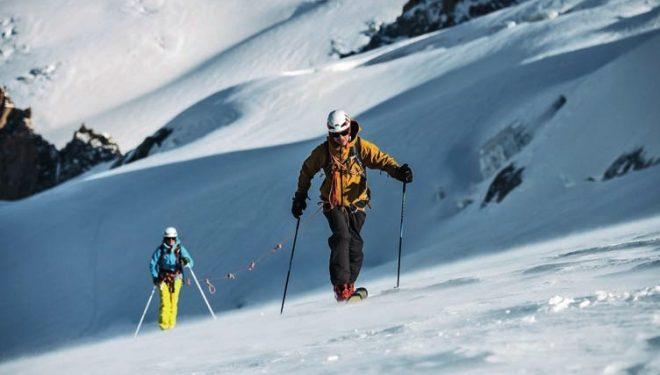 El casco Meteor de Petzl, que cuenta con la homologación de alpinismo/escalada y con una certificación independiente para esquí de montaña (aunque no cumple la norma para esquí alpino)