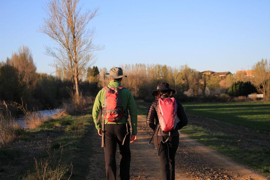 Caminando en familia por el Canal de Castilla