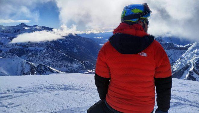 Íñigo Ayllón probando la chaqueta Summit Series L3 50:50 de The North Face escalando en el Tobazo, Valle de Rioseta (Pirineo de Huesca).