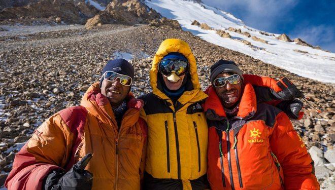 Sajid Ali, John Snorri y Ali Sadpara, en el K2 invernal.