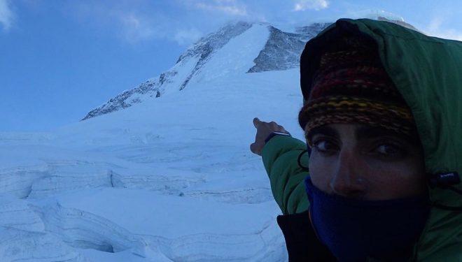 Jonatan Garcia apunta al Dhaulagiri.