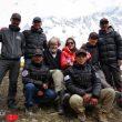Stefi Troguet, con Reinhold Messner, Nirmal Purja y su equipo.