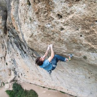 Álex Garriga en 'Following the leader' 9a+ de Cuenca.