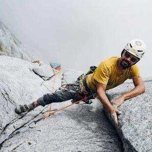 Nico Gutiérrez en 'Füta Chao' en la cara norte del Huinay (Patagonia chilena).