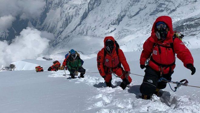 Uta Ibrahimi, una de las mujeres que han hecho cima en el Annapurna de 2021.