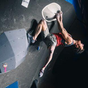 Adam Ondra en la Copa del mundo de boulder en Meiringen 📷 Petr Chodura