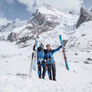 Andrzej Bargiel y Jedrek Baranowski tras descender esquiando el Laila Peak.
