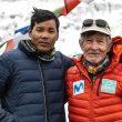 Carlos Soria y Mikel Sherpa en el campo base del Dhaulagiri (mayo 2021)