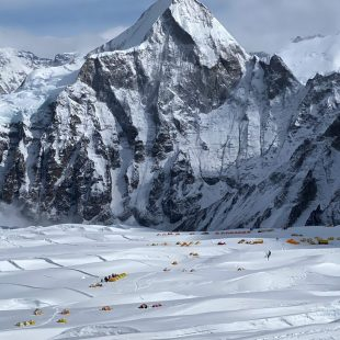 Campo base del Everest en la primavera de 2021.
