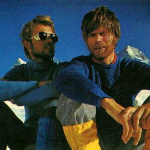 Reinhold Messner y Peter Habeler fueron los primeros en alcanzar la cima del Everest sin oxígeno (8 mayo 1978).
