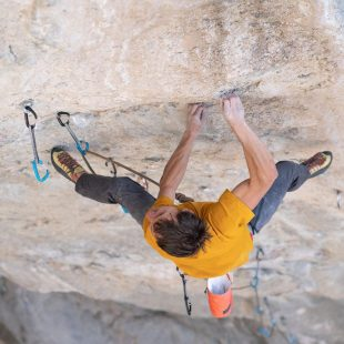 Jonathan Siegrist en 'Peruvian necktie' 9b de la cueva Pop Tire.