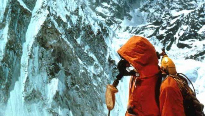 Tom Hornbein durante su ascensión al Everest por la Arista Oeste, 1963.