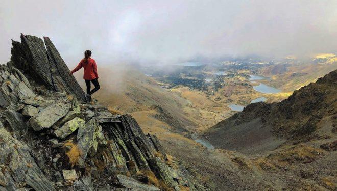 Desde la cumbre del Carlit se domina un territorio salpicado de lagos y todo el itinerario recorrido los días anteriores.