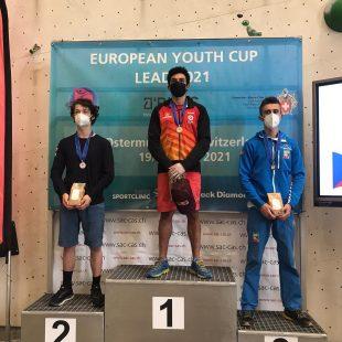 Alberto Ginés, en lo más alto del podio de la Copa de Europa juvenil de Ostermundigen (Suiza), con Marek Jeliga (2º) y Giorgio Tomatis (3º).