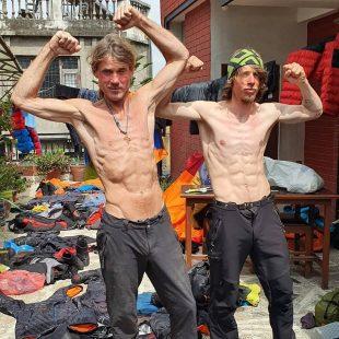 Marek Holecek y Radoslav Groh, en Katmandú tras el Baruntse.