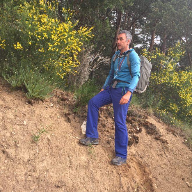 Raúl Lora probando las botas Explorer GTX Mid de Lowa