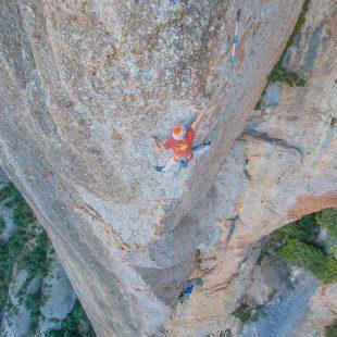 Sébastien Berthe en 'Arco Iris' (200 m, 8c+) de Montserrat.