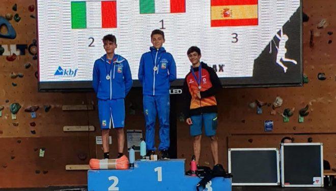 Podio de la Copa de Europa de Escalada de Velocidad Youth B en Puurs 2021: Ludovico Borghi (1º), Juri Villa (2º) y Alberto García (3º).