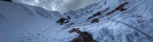 Anna Pfaff, Álex Torres, Andrés Marín y Luis Crispín escalan 'Cerveza, pan y ácido' en la Concha de Caracol (Cordillera Vilcanota, Perú).
