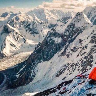 La expedición checa al Muchu Chhish aclimata en el cercano Sang-E-Marmar.
