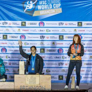 Podio femenino RP1 de la Copa del Mundo de Paraescalada de Briançon 2021: Pavitra Vandenhoven (1ª), Eva Mol (2ª) y Marta Peche (3ª).