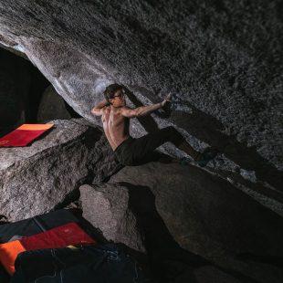 Drew Ruana en 'Insomniac' 8C+ de Rocky Mountain National Park.
