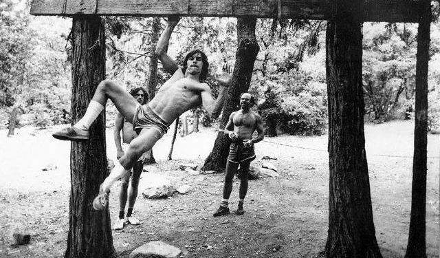 Wolfgang Güllich entrenando en el Campo 4 de Yosemite a principios de los años 80.