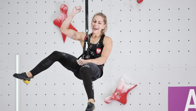 leksandra Miroslaw feilz tras batir el récord del mundo de escalada de velocidad en las olimpiadas de Tokyo 2021.