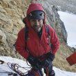 El andinista Edward Saona durante la apertura de su nuevo itinerario en la cara suroeste del Nevado Sullcon Sur (5.650 m.) en la Cordillera Central peruana.