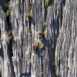 """Los hermanos Pou y Manu Ponce en """"Súper Canalizos"""" 6c+/475 m al """"Huanka Punta"""" (4.670 m), Cordillera Blanca de Perú."""