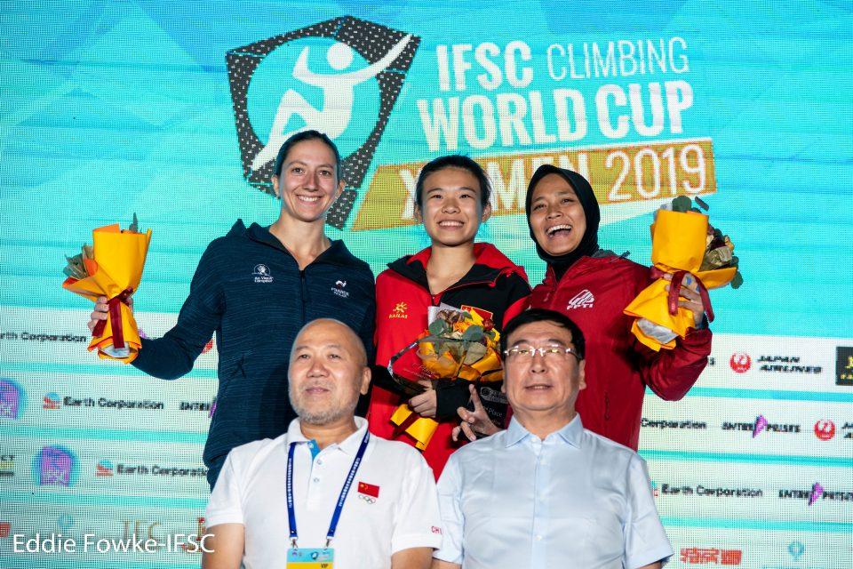 Podio femenino de la Copa del Mundo de Velocidad de Xiamen 2019, con Anouck Jaubert (izq), YiLing Song (centro) y Aries Susanti (dcha).