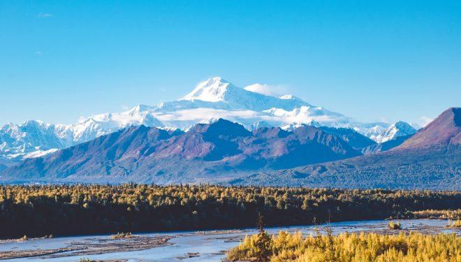 Vista del monte Denali en Alaska, fotografía a través de Unsplash.