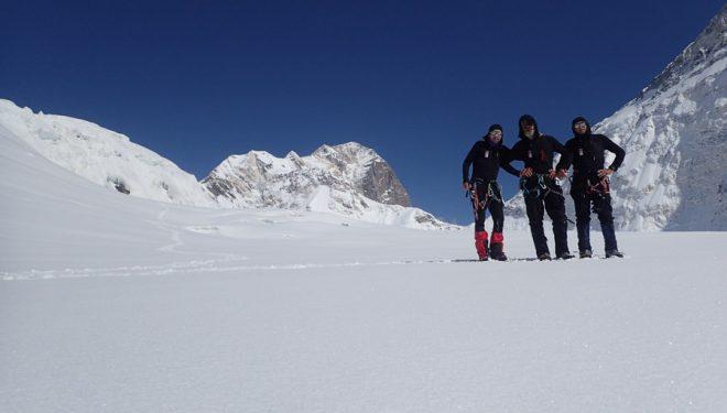 Dmitry Grigoriev, Dmitry Golovchenko y Sergey Nilov, en el Pico Topógrafos Militares (Tian Shan). Foto: Col. Golovchenko/Nilov/Grigoriev